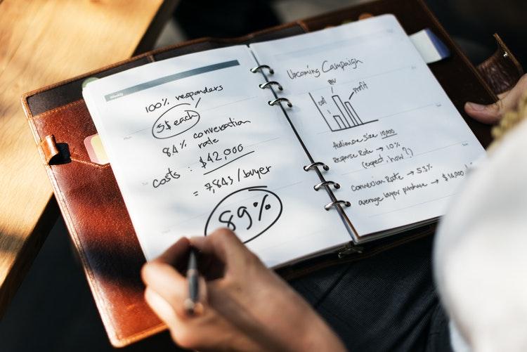 【初心者向け】勉強ができるオススメの投資関連本はこの3冊!